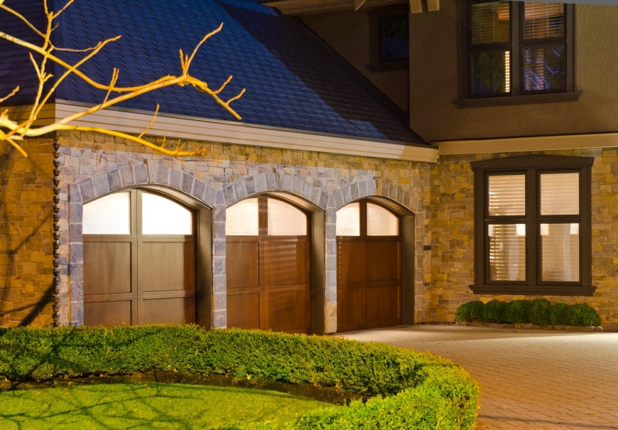 54 Cool Garage Door Design Ideas (PICTURES) on Garage Door Ideas  id=67157