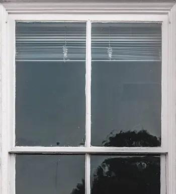Clean blinds using vinegar