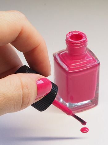 use rubbing alcohol to remove nail polish from carpet