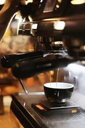 clean coffee maker using apple cider vinegar