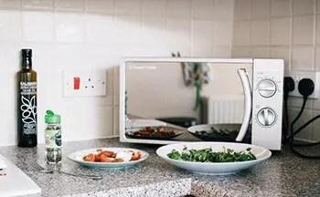 clean microwave using baking soda