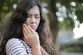 ease toothache using baking soda