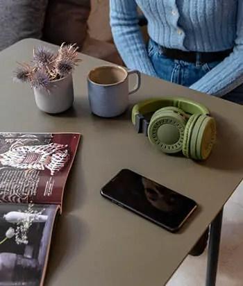 earphones with cellphone