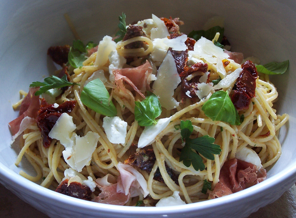 Sun Dried Tomato and Prosciutto Pasta with Ricotta