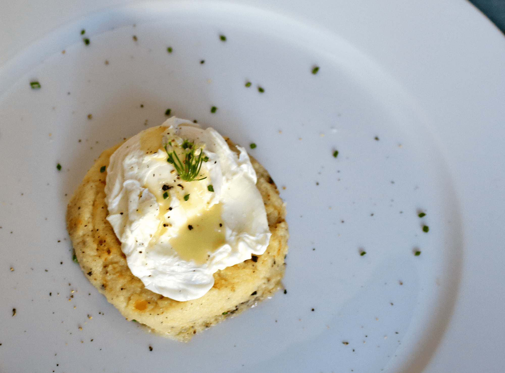 Cheesy Cauliflower Grits with a Poached Egg