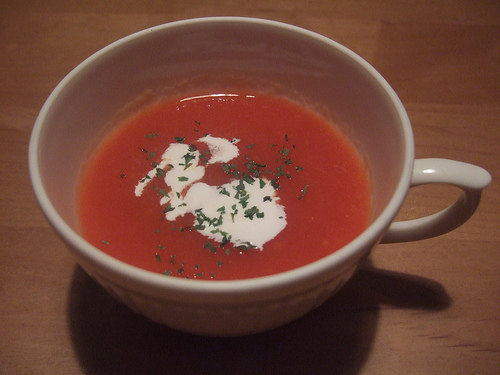Soupe à la tomate et aux courgettes