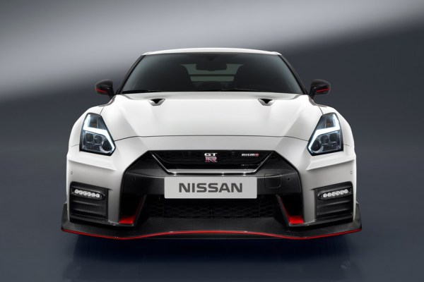 62256-6aw0a_2017_GTR_Nismo_Grille