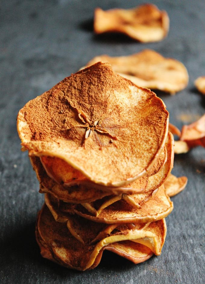 Healthy-spiced-apple-chips-6801