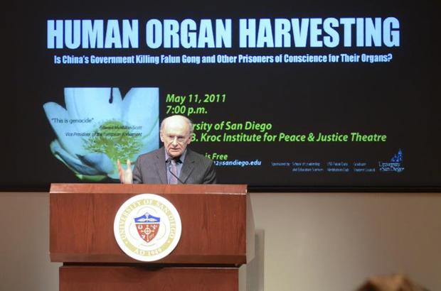 David Matas fala no Instituto Joan B. Kroc pela Paz e Justiça na Universidade de São Diego, em 11 de maio de 2011 (Alex Li/The Epoch Times)