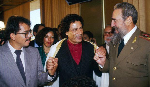 Daniel Ortega (esq.) com Muammar Khadafi e Fidel Castro (Cuban Exile Quarter)