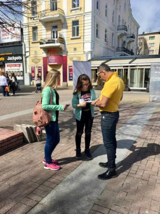 420 pessoas em Haskovo mostraram seu apoio ao Falun Gong em apenas algumas horas (Minghui.org)