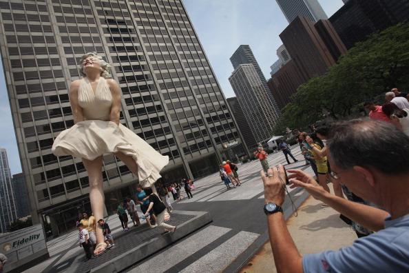 В Чикаго установили скульптуру Мэрилин Монро   Великая Эпоха