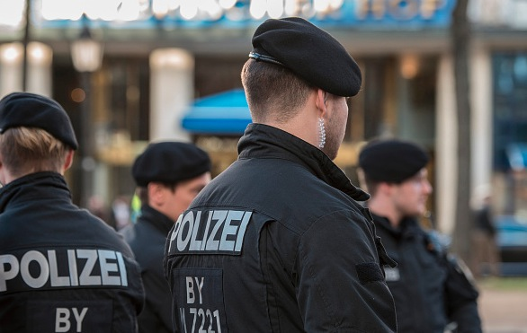 Polizisten in Deutschland Foto: THOMAS KIENZLE/Getty Images