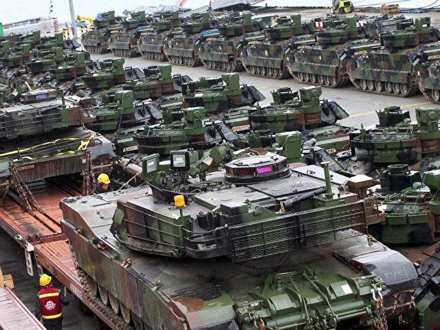 US-Battalion von M1A2 Abrams Kampfpanzern. Die USA planen eine komplette Panzerbrigade inOsteuropa zu stationieren. Foto:Jeon Heon-Kyun/Archiv/dpa