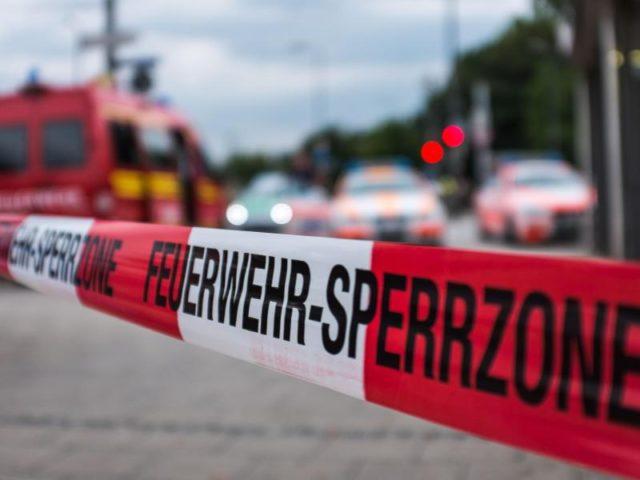 Abgesperrt ist in München der Zugang zu einem Einkaufszentrum, in dem es eine Schießerei gegeben hat. Foto:Lukas Schulze/dpa