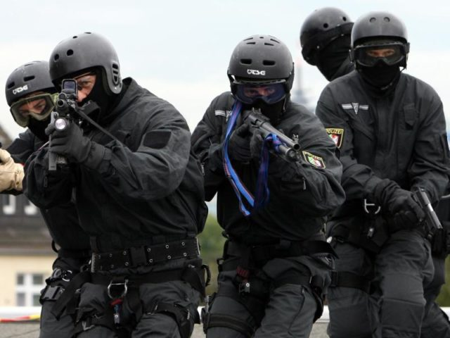 SEK-Beamte bei einer Übung:InRheinland-Pfalz hat ein Spezialeinsatzkommando einen Terrorverdächtigen festgenommen. Foto: Franz-Peter Tschauner/Archiv/dpa