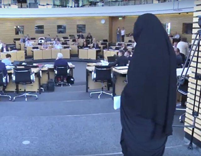 Die AfD-Abgeordnete Wiebke Muhsal mit Niqab im Thüringer Landtag in Erfurt. Foto: Screenshot/Youtube