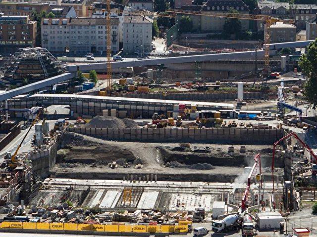 Das umstrittene Bahn-Großprojekt Stuttgart 21 könnte bis zu drei Milliarden Euro teurer werden. Foto: Silas Stein/dpa