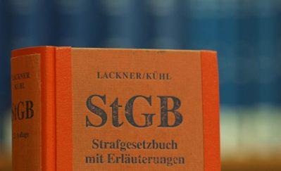 Das Strafgesetzbuch in einer Bibliothek Foto: über dts Nachrichtenagentur