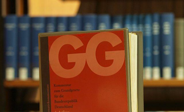 Ausgabe des Grundgesetzes in einer Bibliothek Foto: über dts Nachrichtenagentur