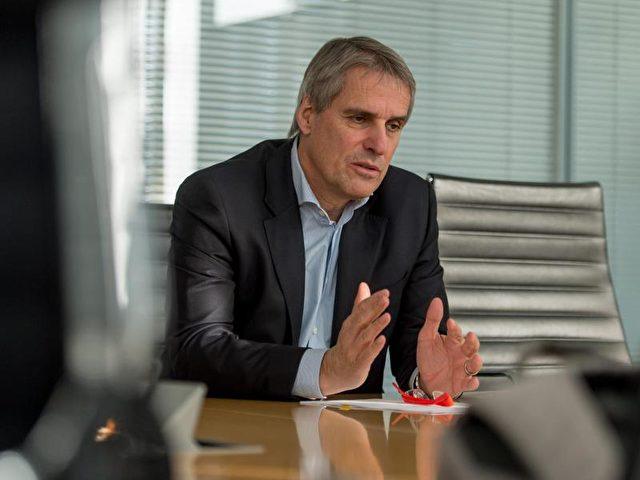«Alle sozialen Aufgaben bei der Wirtschaft abzuladen, das kann nicht funktionieren», sagt Daimler-Personalvorstand Wilfried Porth. Foto: Daniel Maurer/dpa