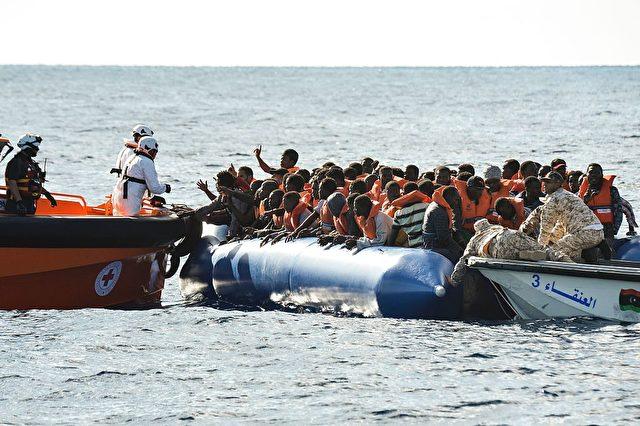 Frontex rettet Flüchtlinge im Mittelmeer. (Symbolbild) Foto: ANDREAS SOLARO/AFP/Getty Images