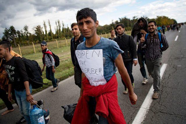 Migranten in Ungarn. Foto: ANDREJ ISAKOVIC/AFP/Getty Images