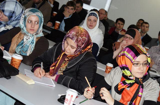 Muslime besuchen eine Vorlesung in der Universität Osnabrück. (Symbolbild) Foto: RAPHAELLE LOGEROT/AFP/Getty Images