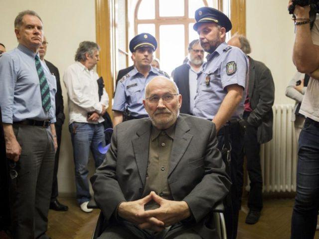 Horst Mahler imBudapester Stadtgericht. Ungarn liefert den geflüchteten Holocaustleugner an Deutschland aus. Foto: Balazs Mohai/dpa