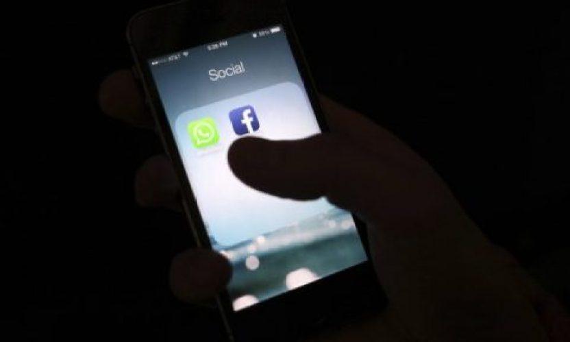 Le dernier SMS de l'adolescente qui a été électrocutée dans sa baignoire a été publié – c'est un avertissement