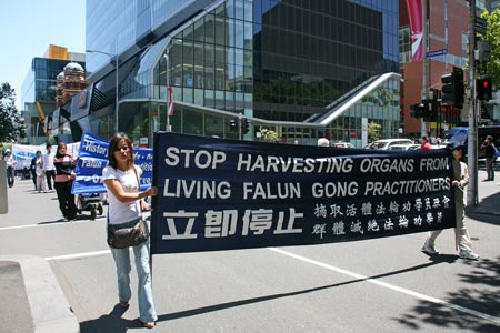 Шествие по улицам Мельбурна. Фото: Chen Ming/Epoch Times