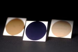 Золотистый алюминий, черный титан и золотистая платина. Фото: Richard Baker/University of Rochester