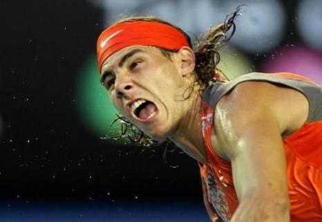 Во время игры между испанцем Рафаэлем Надалем и французом Жо-Вильфридом Тсонгом. Фото: ROMEO GACAD/AFP/Getty Images