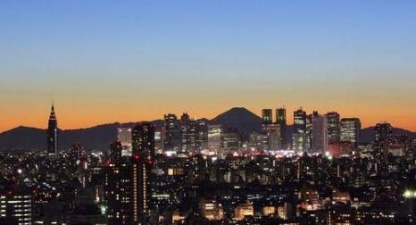 Вечерний токийский район Shinjuku. Фото: KAZUHIRO NOGI/AFP/Getty Images