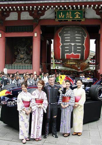 У центрального входа в храм Цьенцао. Фото: YOSHIKAZU TSUNO/AFP/Getty Images