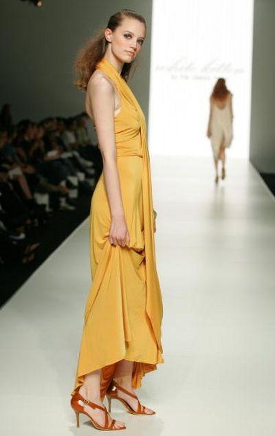 Коллекция одежды сезона весна-лето 2008/2009 от дизайнера White Kitten. Фото: Sergio Dionisio/Getty Images