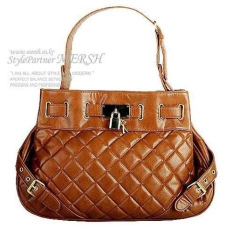 8 видов сумок, создающих «офис-леди» фото с epochtimes.com