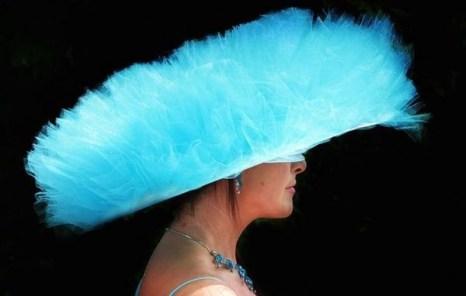 Самые удивительные шляпки на фестивале Дерби в Лондоне. Фото: Getty Images