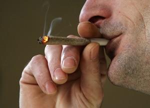 По словам Ричарда Бисли, возглавившего группу ученых из Медицинского научно-исследовательского института Новой Зеландии, употребление марихуаны уже, возможно, стало причиной каждого двадцатого ракового заболевания лёгких. Фото: Кристофер Ферлонг /Великая Эпоха