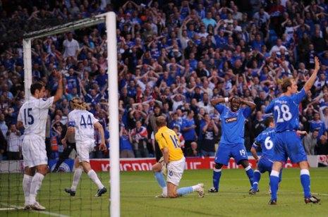 Даршевиль неудачно ударил по воротам.