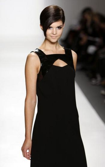 Коллекция женской одежды осень 2008 от дизайнера Джоанны Мастроянни, представленная 5 февраля в Нью-Йорке. Фото: Mark Mainz /Getty Images