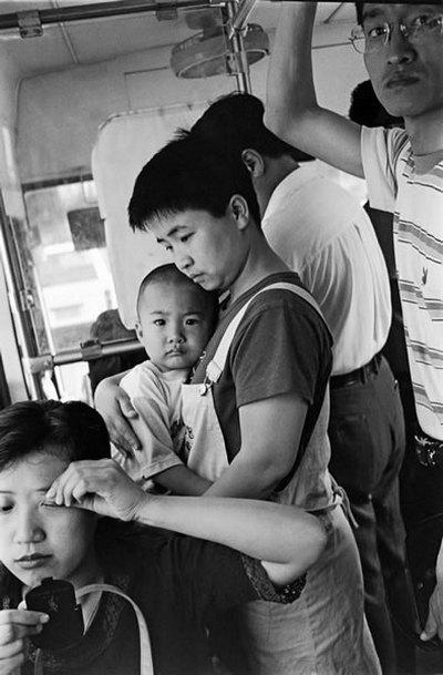 В общественном транспорте. Фото: Великая Эпоха.