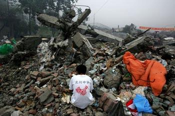 Всё, что осталось от школы в уезде Бэйчуань провинции Сычуань. Фото: Getty Images
