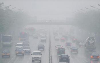 Смог в Пекине. Фото: FREDERIC J. BROWN/AFP/Getty Images