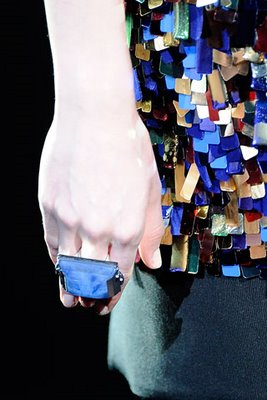 Большие кольца - самое стильное украшение