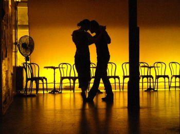 Оно захватывает двоих: Танго настолько неотделимо от культуры Рио де Ла-Плата, что иностранцам трудно его повторить. Фото: Mojitopt