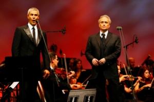 Хосе Каррерас и Алессандро Сафина выступают 11 сентября 2008 г. в Роттердаме. Фото: Robert Vos /AFP /Getty Images