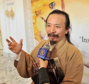 Лион Син - художник, специализирующийся на изображении Будд. Фото: Великая Эпоха