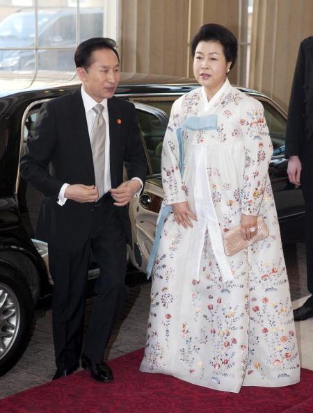 Президент Южной Кореи Ли Мен Бак с женой Kim Yoon Ok. Фото: AFP/Getty Images