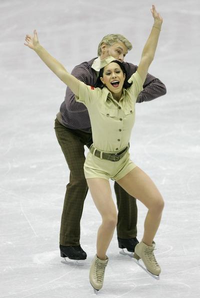 Изабель Делобель/Оливье Шонфельдер (Франция) исполняют оригинальный танец. Фото: Chung Sung-Jun/Getty Images